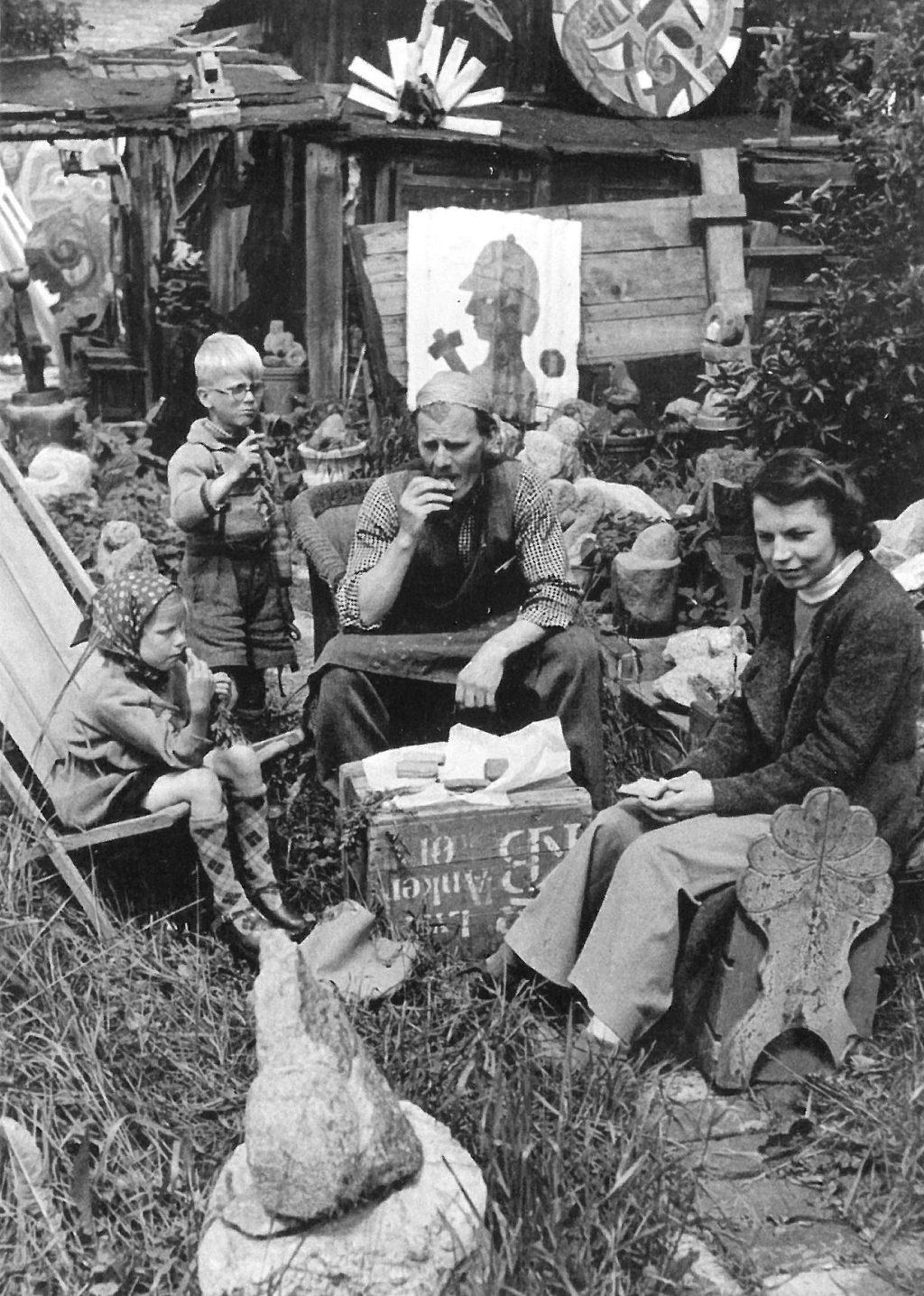 Gå til varen: Familien Heerup i haven